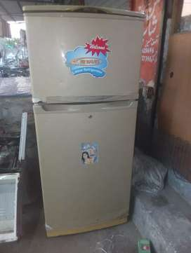 WAVES  REFRIGERATOR working condition  size 5feet