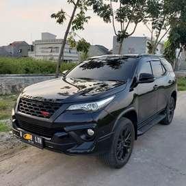Toyota Fortuner 4x2 TRD Hitam - 2017