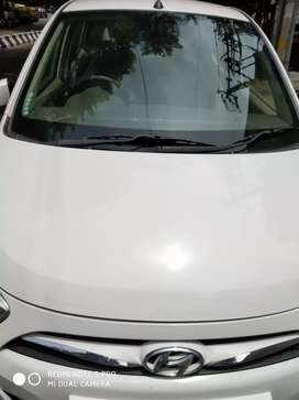 Hyundai i10 Magna White car 2013 Fully loaded car for quick sell