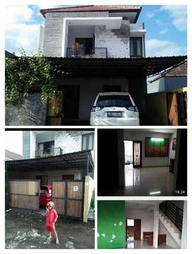 Di jual rumah 2 lantai luas 1.25 m2