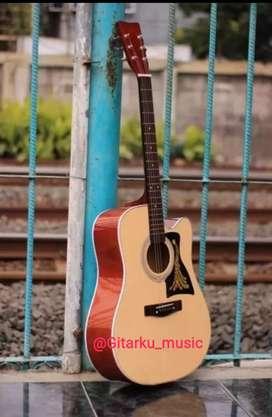 Gitar akustik Yamaha Jumbo Cutaway dapat tas senar