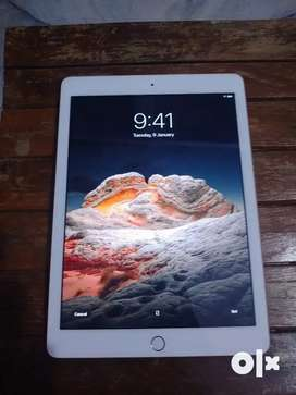 Apple iPad 6th generation 32 GB only wifi.