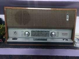 Antique Murphy radio