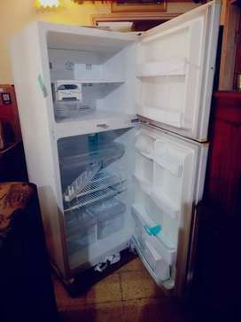 375 ltr imported Daewoo dbl door refrigerator in excellent condition