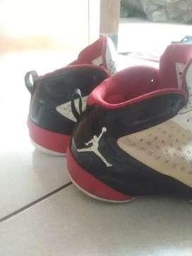 *sepatu Jordan kondisi 90% baik di pakai