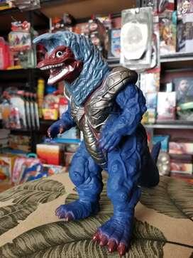 Mainan Monster ultraman golza