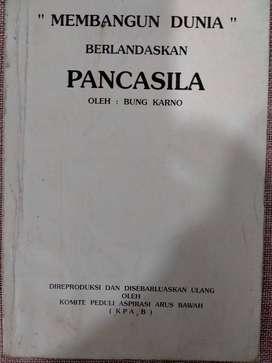 "Buku "" Membangun Dunia"" Berlandaskan Pancasila"