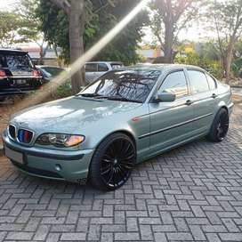 BMW 318i Tahun 2002 hijau