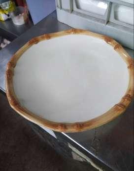 Jual 4 buah  piring makan diameter 27 cm satu set