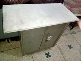 Iron Table in Good condition Solid Quality