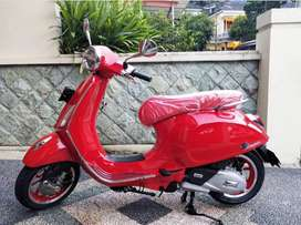Vespa Primavera Red limited editions