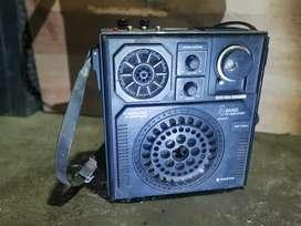 Radio Sanyo jadul hitam