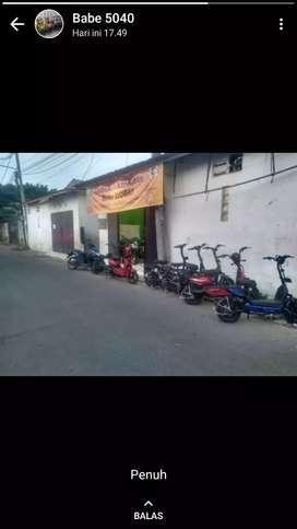 Stan jaga toko sepeda listrik