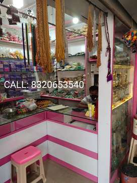 Street Facing Shop in Chauta Bazaar, Rent is Negotiable