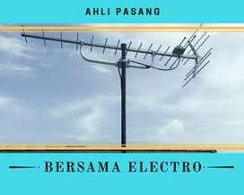 Tukang kantor pasang signal antena tv lokal