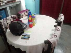 4 seater dining table good condition