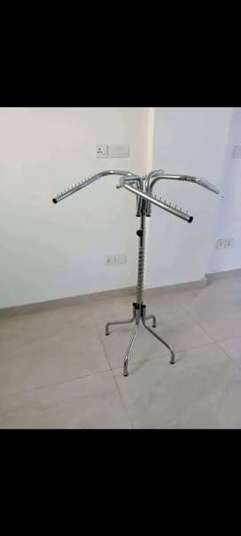 Clothes hanger stand with adjustable height