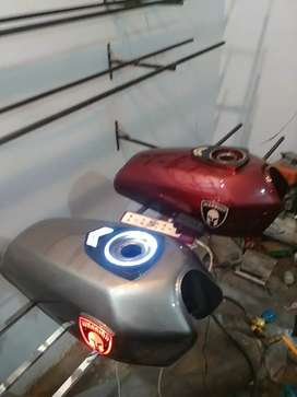 125 fuel tank with LED monogram