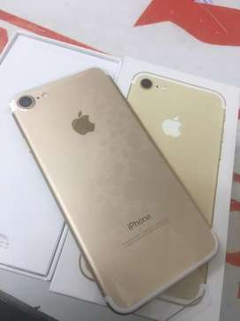 Iphone 7 128gb gold with bill box 6 months sellers warranty