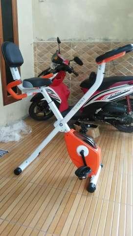 Sepeda fitness 920 tl ada sandaran,,bisa lipat