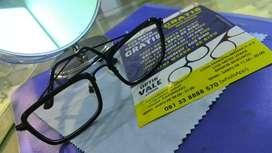 KACAMATA Kotak Hitam Optik Vale Surabaya