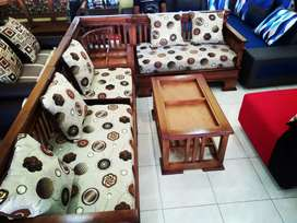 kursi tamu furniture kayu mindi sudut L cream bulat