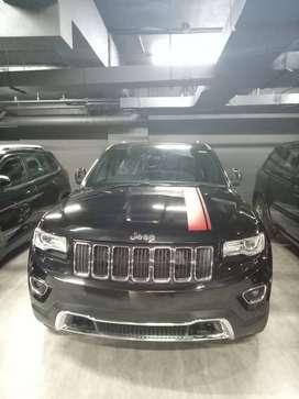 Jeep hitam grand cherokee
