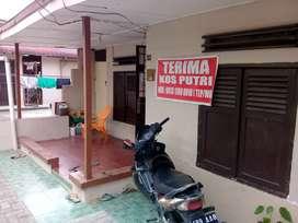 Rumah kos putri daerah Jl. Pahlawan (masuk dari HM Yamin/ Aksara)
