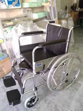 Kursi roda gea standar plus pispot