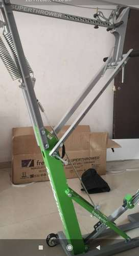 Cricket non electric freebowler bowling machine