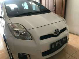 Toyota yaris 1.5 J 2013