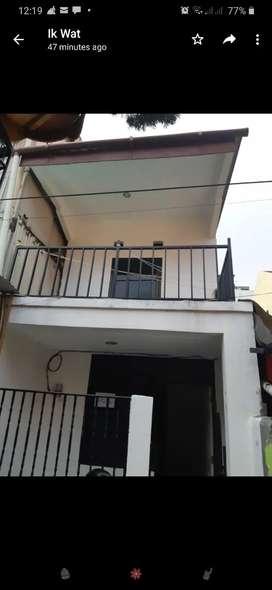Dikontrakan rumah 2 lntai dgn luas tanah 30 m2 dan luas bangunan 60 m2