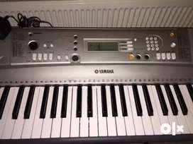 Yamaha E313 keyboard with midi in & out.