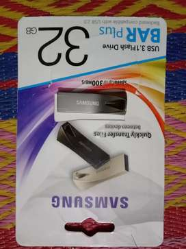 New usb 32 gb  5 days used 3.1speed  2 month warranty available 32 gb