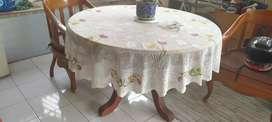 Meja makan marmer