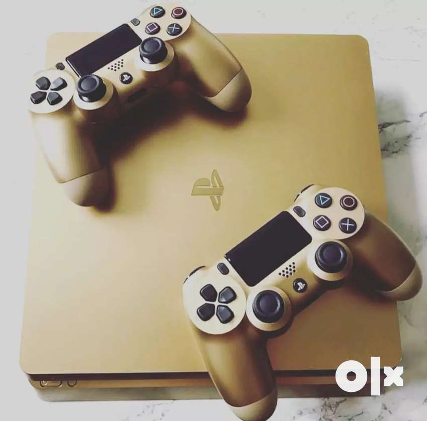 PS 4 golden edition with 2 controllers 0