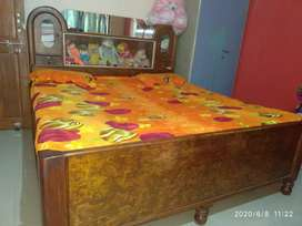Doublebed for selling awsme condition n well polished double bed