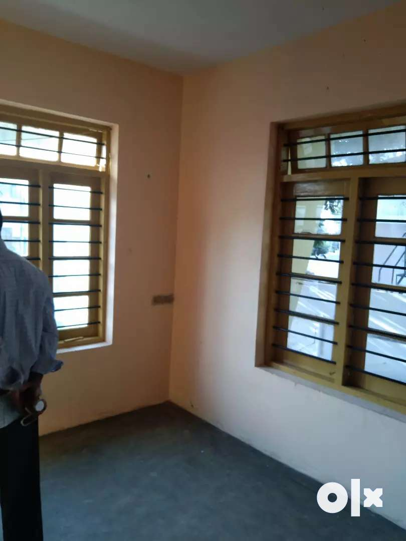 Hostel space for rent at statue 0