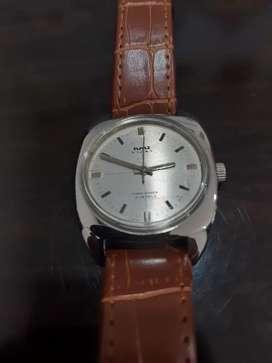 Jam tangan pria cushioned case design manual wind