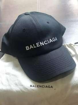 Topi Balenciaga warna hitam like new and authentic