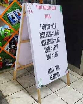 Buat banner segitiga promosi dari kayu papannama neonbox kaca film