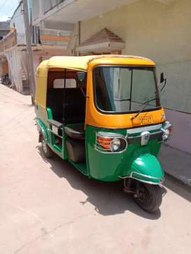 PIAGGIO APE CITY CNG RICKSHA TIP TOP CONDITION.ALL PEPPER OK 1 OWNER