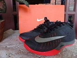 Nike Hyperlive Paul George Adidas Puma NB