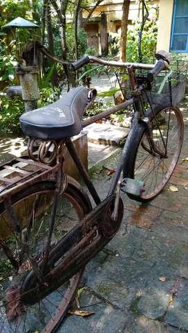 Good condition Avon cycle...