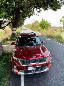 Kia Sonet in absolutely new condition, well maintained & less driven