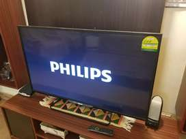 "Phillips 49"" LED boxed"