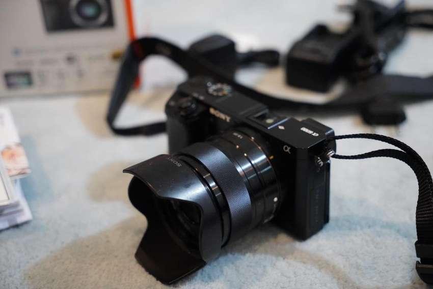 SONY A6000 lensa f 1.8/35 0