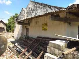 Jual tanah+ rumah daerah pasar lemah putih masuk kampung 0jaln