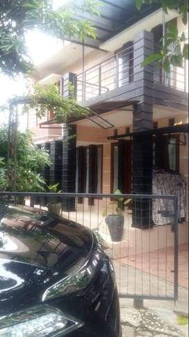 Dijual rumah 2 lantai siap huni di pisok bintaro jaya sektor 5.