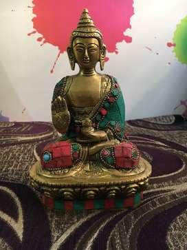 Antic buddha statue